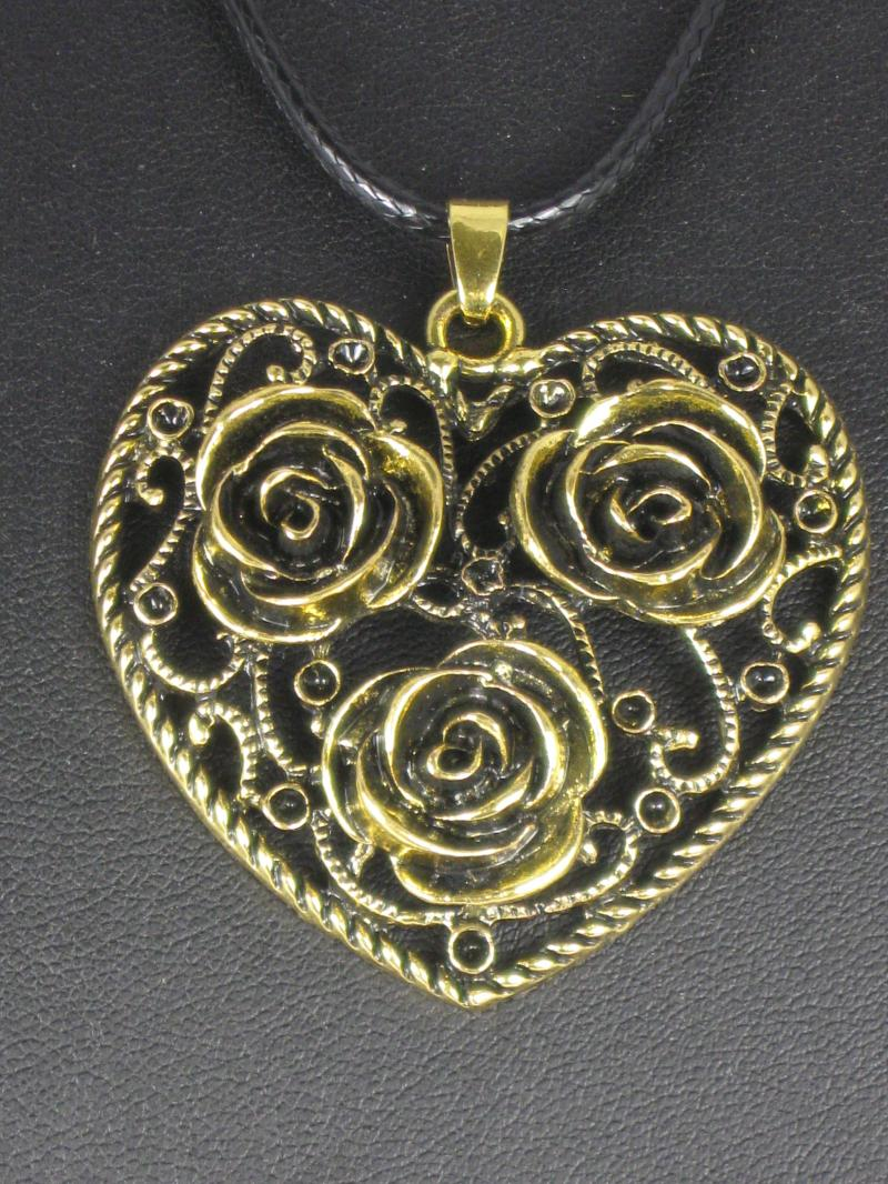 Retro Style Filigree Heart Necklace with Flower Detail