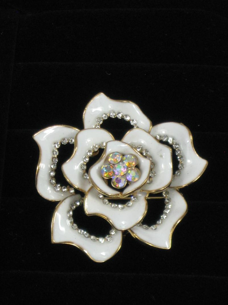 Beautiful and Brightly coloured Flower Brooch with Diamantes