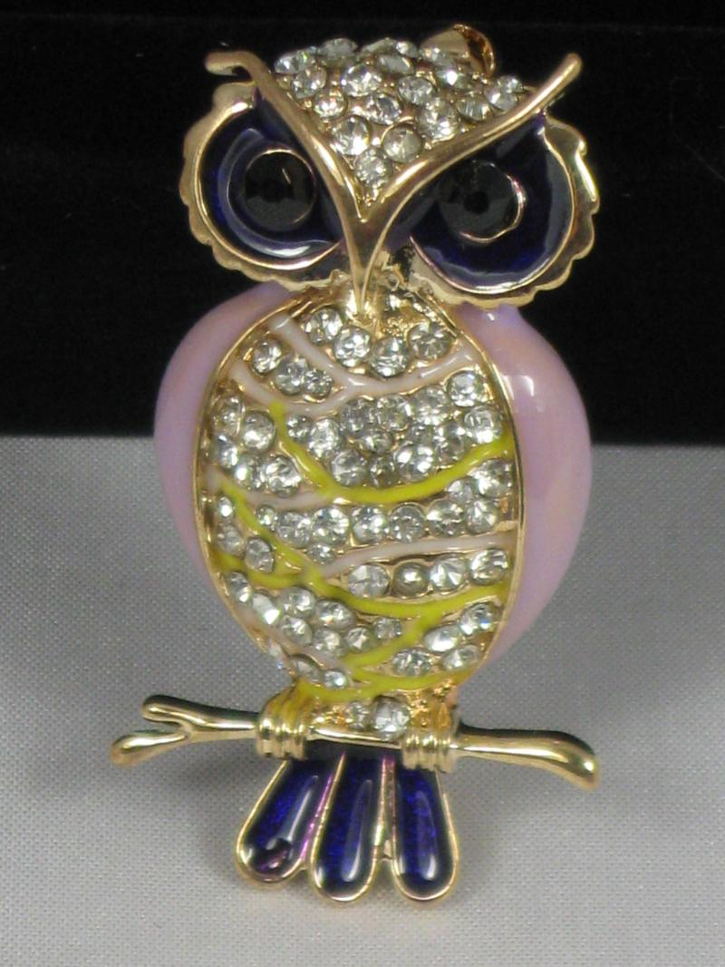 Lovely Brooch of a Pale Purple Pink Owl with Diamantes