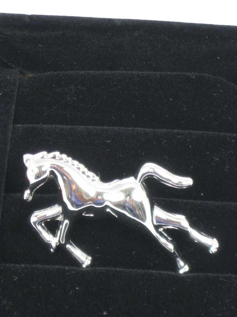 Gorgeous Shiny Brooch of a Horse in Flight