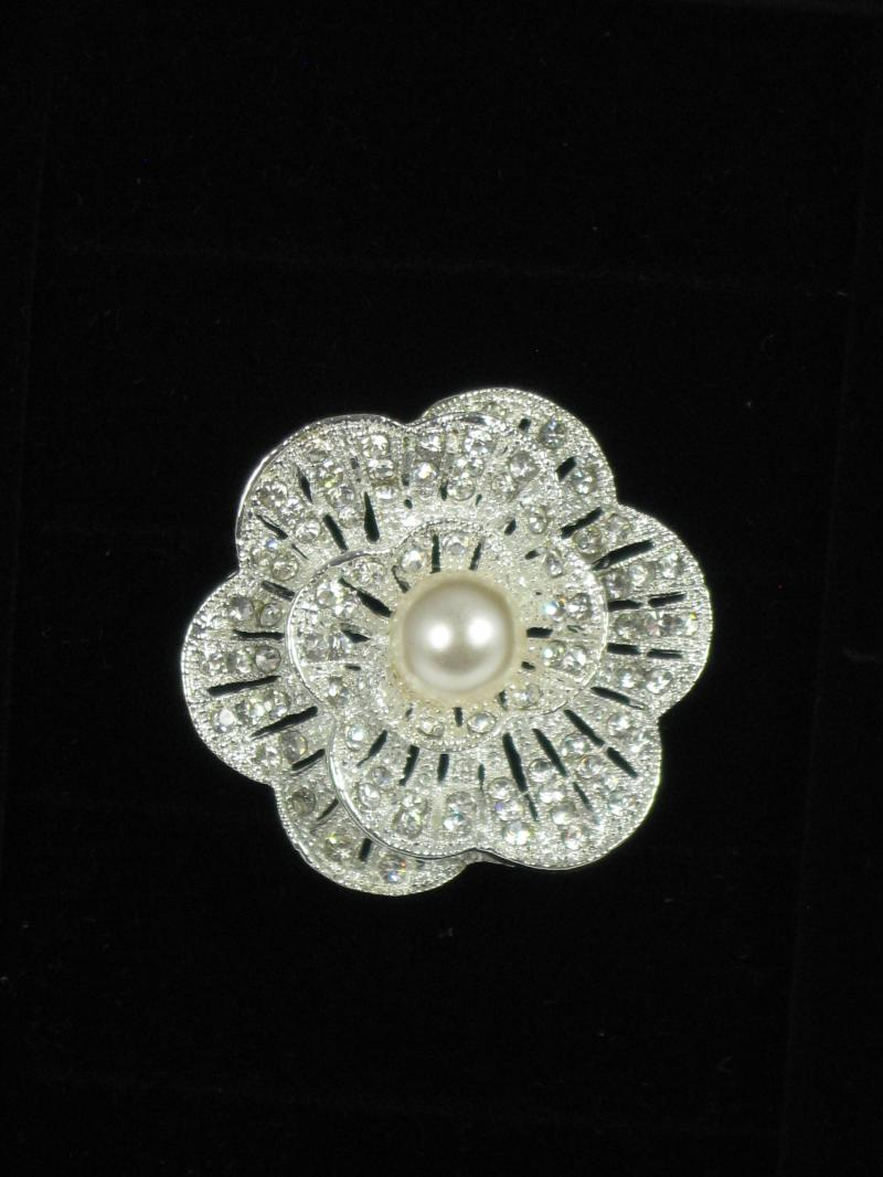 Beautifully Shiny Metallic Silver Brooch with Pearly Bead