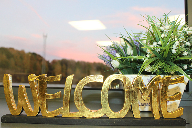 Standing Wooden Words - Welcome - Gold